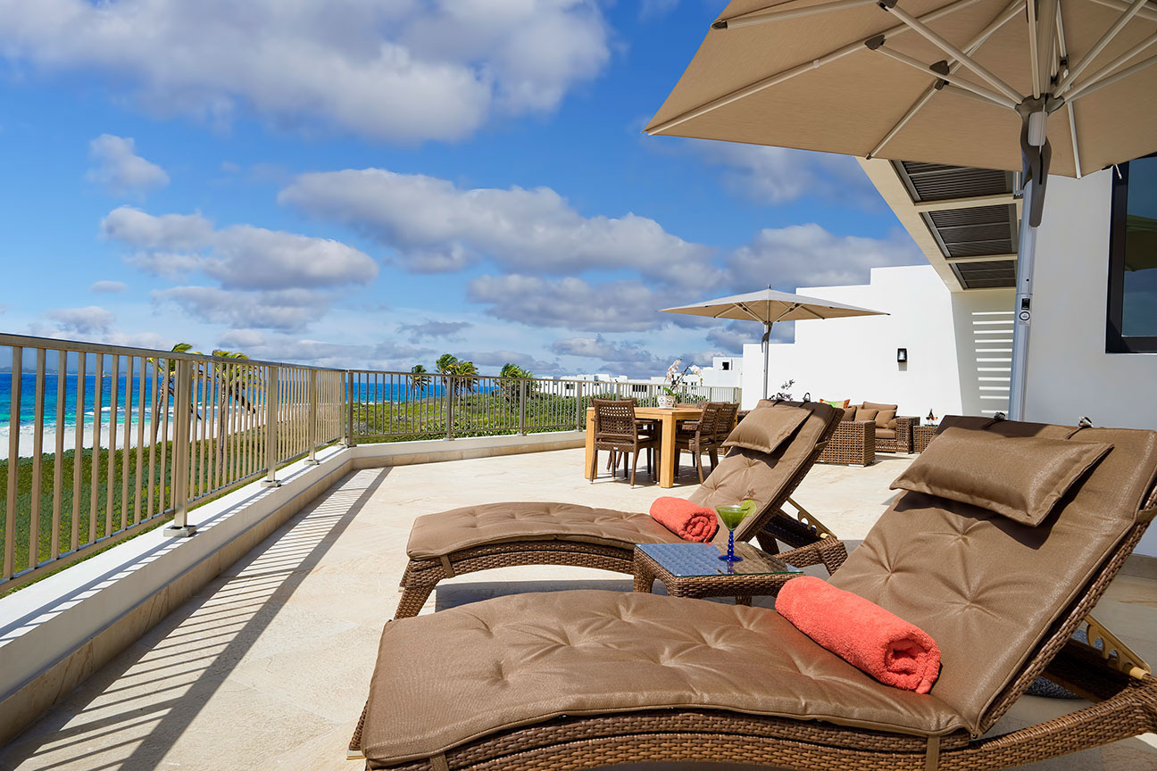 beachfront-suite-balcony-at-the-reef-by-cuisinart-2-fp